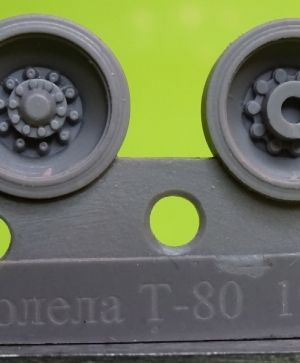 Wheels for T-80, late type 1